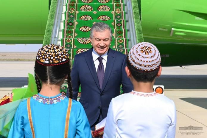 Президент Узбекистана прибыл в Туркменистан