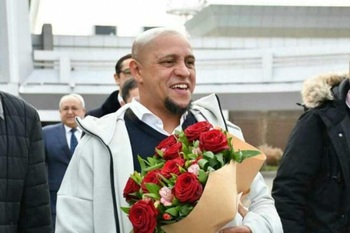 Звезда мирового футбола Роберто Карлос прилетел в Узбекистан