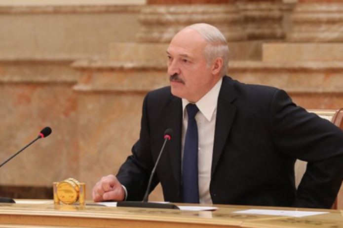 Лукашенко требует от нового правительства решить вопрос зависимости Беларуси от РФ