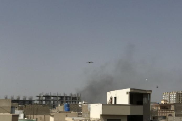 В Пакистане пассажирский самолет упал на жилой квартал - видео