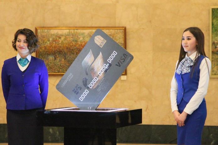 Новая пластиковая карта Узнацбанка позволит бесплатно получить авиабилет