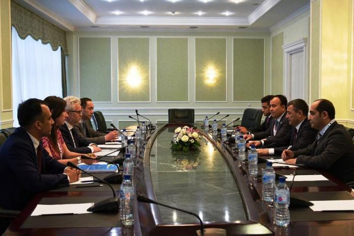 Министр энергетики провел переговоры с главой Энергетической хартии