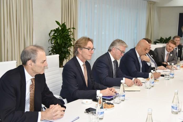 В «Узбекнефтегаз» прошли переговоры с компанией «Air Products»