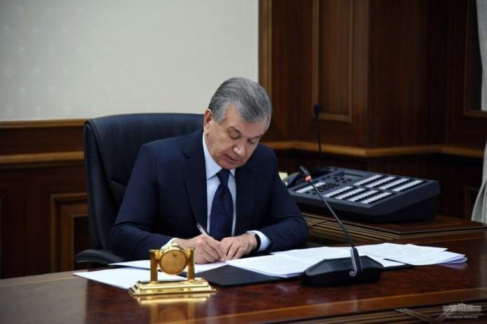Президент подписал закон, которым дается право отстранять от работы невакцинированных сотрудников