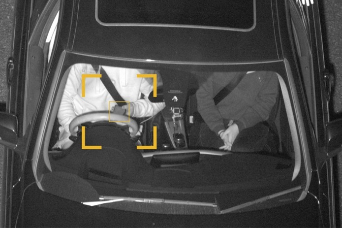 В Австралии камеры научились распознавать водителей со смартфонами за рулём (Видео)