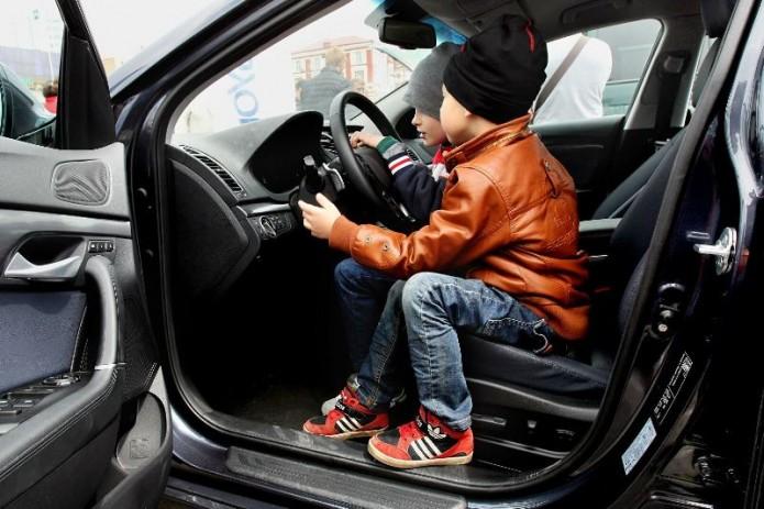 В ГУБДД не поддержали предложение об управлении автомобилем с 16 лет (Видео)
