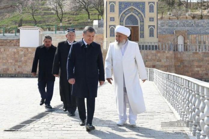 Президент посетил обновленный комплекс «Чашма» в Нуратинском районе