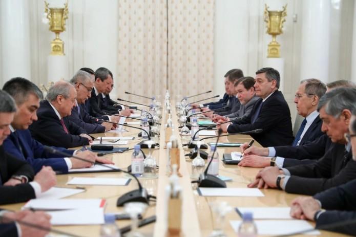 Главы МИД Узбекистана и России обсудили снятие ограничений на границе