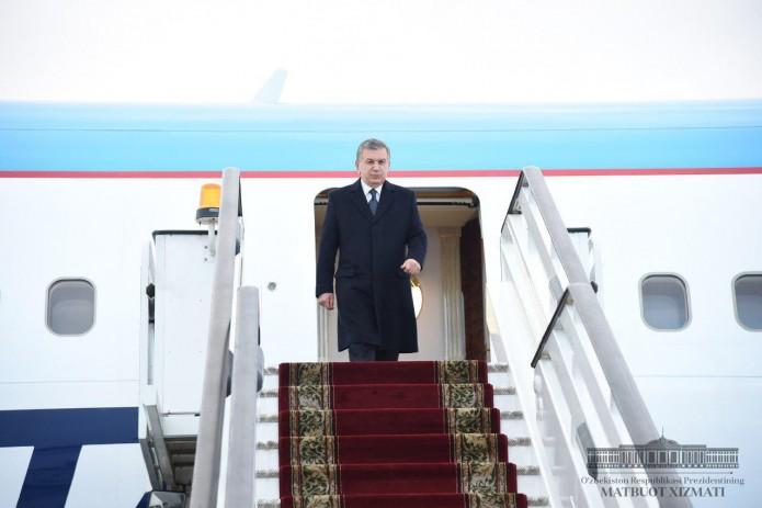 Президент Шавкат Мирзиёев прибыл в Санкт-Петербург