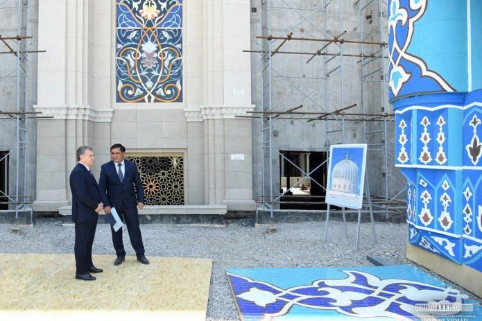 Президент ознакомился с ходом строительства Центра исламской цивилизации