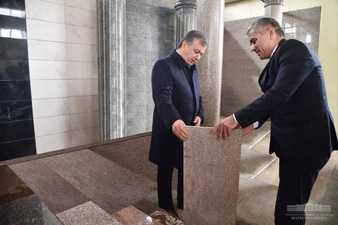Президент ознакомился с производством изделий из горных пород на предприятии «Мармаробод»