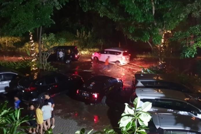 """Свыше 160 человек стали жертвами """"вулканического"""" цунами в Индонезии"""