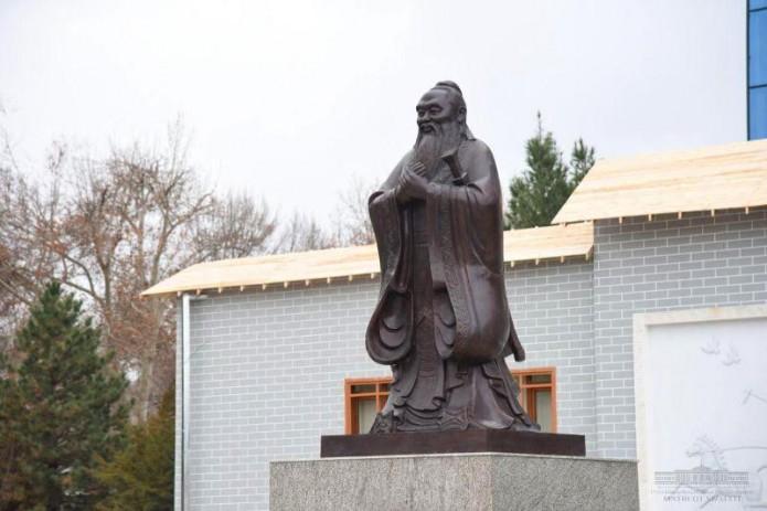 В Самарканде установили памятник китайскому мыслителю Конфуцию