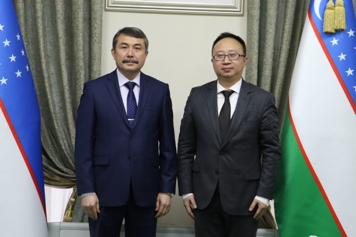 Глава Мининфоком принял нового генерального директора Huawei в Узбекистане