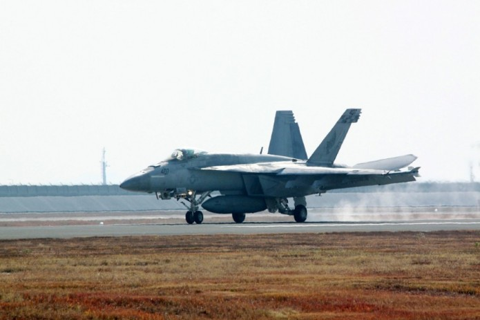 Шесть человек пропали после столкновения двух военных самолетов США у берегов Японии