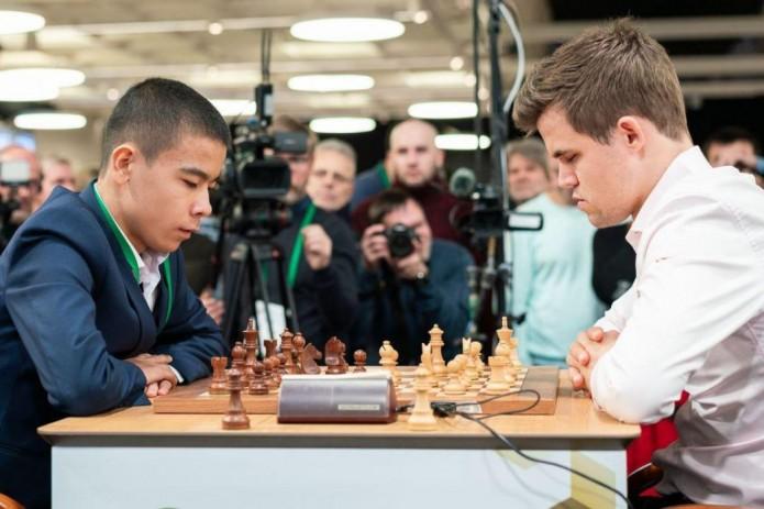 Узбекский шахматист победил действующего чемпиона мира Магнуса Карлсена
