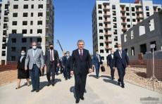 Президент ознакомился с домами, строящимися в Яшнабадском районе
