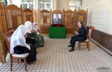 Президент Шавкат Мирзиёев выразил соболезнования семье Уктама Барноева