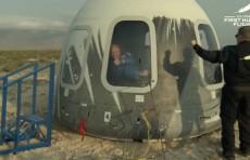 Джефф Безос совершил полет в космос на своем корабле New Shepard (Видео)