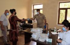 В Навоийской области детям из малообеспеченных семей была оказана гуманитарная помощь