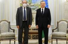 Шавкат Мирзиёев и Сума Чакрабарти обсудили экономические реформы