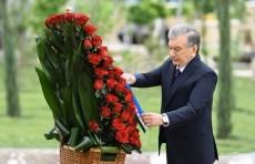 """Президент возложил цветы к мемориальному комплексу """"Ода стойкости"""""""