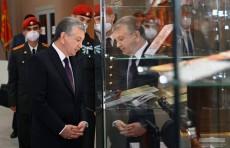 Президент Шавкат Мирзиёев ознакомился с новой экспозицией Музея славы