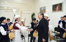 Президент посетил узбекско-казахский национальный культурный центр