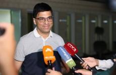 Чемпион мира по шахматам Вишванатан Ананд прилетел в Ташкент
