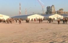 Рабочие на строительстве завода Uzbekistan GTL устроили погром (Видео)