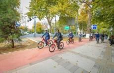 Азиз Абдухакимов протестировал велодорожки в городе Ташкенте