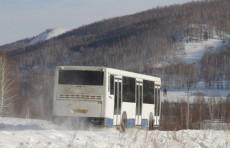В степях Казахстана узбекские мигранты снова оказались в поломанном автобусе