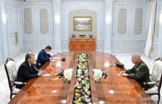 Шавкат Мирзиёев и глава Центкома ВС США обсудили вопросы военного сотрудничества