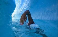 Британец первым в истории проплыл под ледником Антарктиды