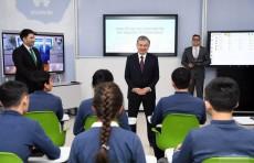 Huawei презентовала Президенту «умный» учебный кабинет в школе ал-Хорезми