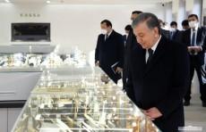 Шавкат Мирзиёев ознакомился с деятельностью нового ювелирного предприятия